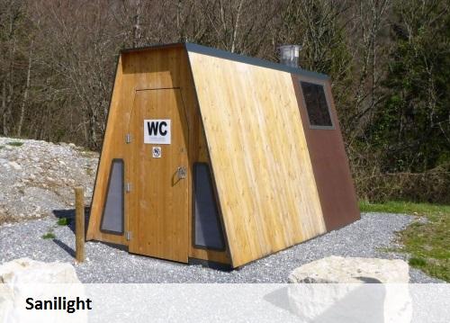 Usinage bois, construction de toilettes sèches.